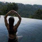 méditer dans une piscine