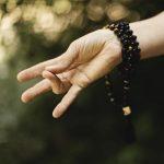 Position des mains pendant la méditation